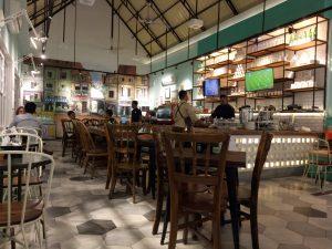 tempat nongkrong terbaru di Medan, Ruangan indoor dan ber AC di The L.CO Coffee