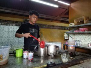 tempat makan enak di kota Medan | Barista nya Tasbi Coffee Club (TCC)