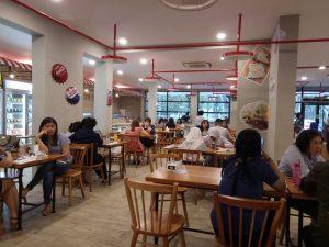 tempat nongkrong terbaru di Medan, Suasana didalam Warung Kudeta