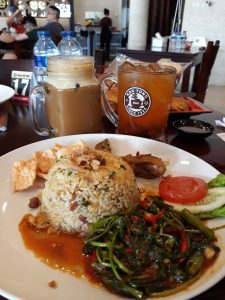 tempat nongkrong terbaru di Medan, Sajian makanan dan minuman Massa Kok Tung Cemara Asri