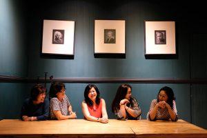 tempat nongkrong terbaru di Medan, Keasyikan berfoto di dalam ruangan cafe