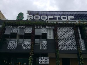 tempat nongkrong malam hari di Bogor, De Cafe Rooftop Garden