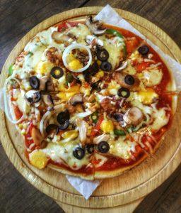 restoran keluarga di Bogor | Pizza nikmat di De Café Rooftop Garden