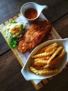 restoran keluarga di Bogor | Fish and Chips di De Café Rooftop Garden