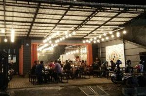 tempat nongkrong asik dan murah di Surabaya, Suasana Carrus Coffe Ngagel Surabaya