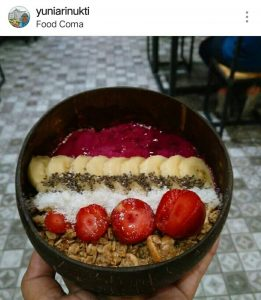 tempat nongkrong asik dan murah di Surabaya, menu di Food Coma