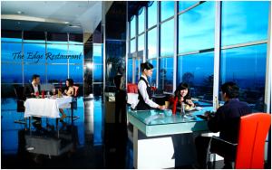 restoran romantis di Kota Medan, Suasana makan di The Edge Swissbell Hotel