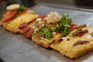 tempat makan enak di bawah 100 ribu di Bogor, Topping Pizza Meteran