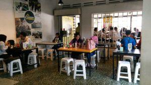 tempat makan steak murah di Medan, Suasana makan di Waroeng Steak and Shake Medan