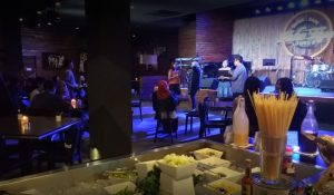 cafe dengan live music di Surabaya, Take Five Café and Lounge