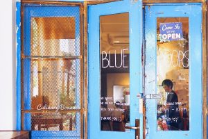 Blue Doors, recommended cafe di Bandung