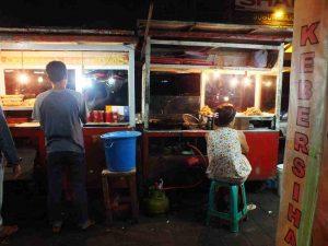 Suasana malam di Jembatan Merah, tempat jalan-jalan sore di Bogor
