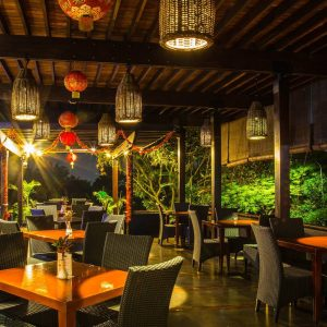 Maximo Resto & Garden, tempat nongkrong outdoor murah di Bandung