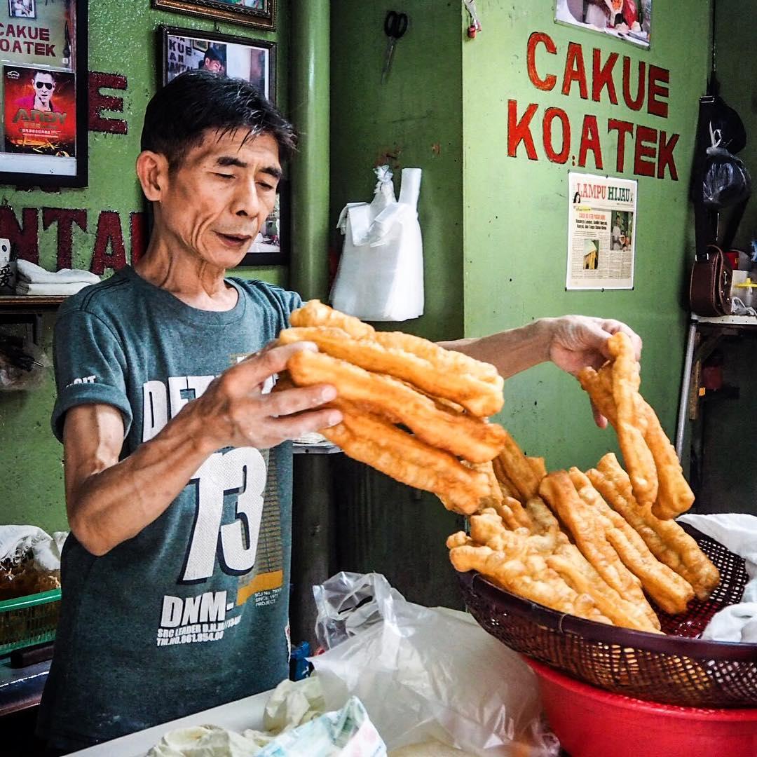 jajanan di Pasar Baru, Cakue Ko Atek, Anak Kota