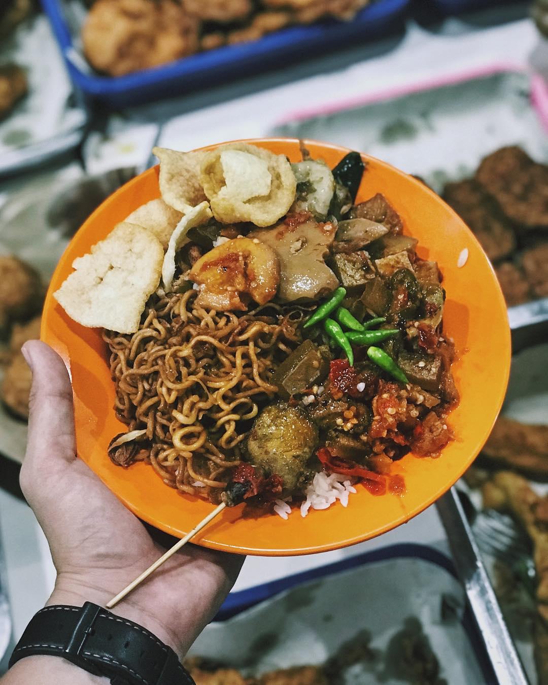 kuliner malam di Jakarta, Nasi Uduk Bu Sum, Anak Kota