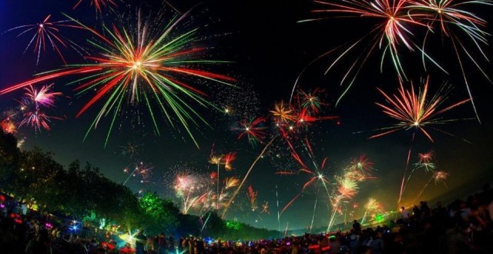 tahun baru di Bali, Pesta kembang api di Pantai Kuta Bali, Anakkota.com