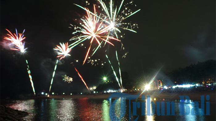 Tahun baru di Bali, Pesta kembang api di Pantai Sanur Bali, Anakkota.com