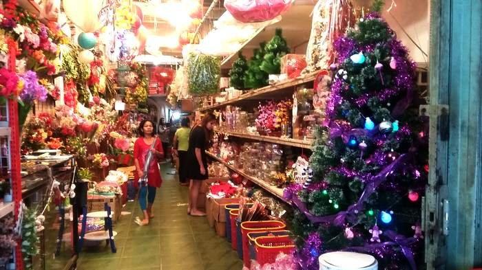 pernak pernik Natal, Pasar Asemka, Anak Kota