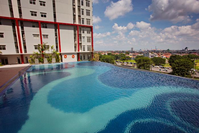 hotel dengan infinity pool di Surabaya