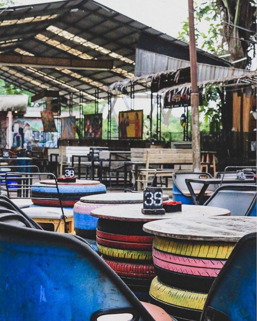 tempat hangout di Bekasi, Koma Junkyard, Anak Kota