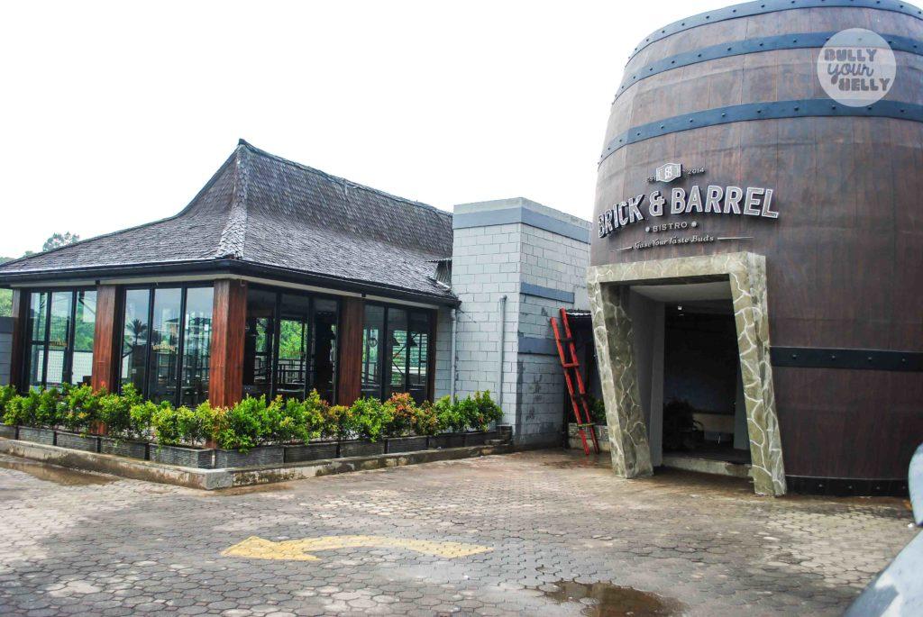 tempat nongkrong di Bandung, Brick & Barrel Bistro, anakkota.com